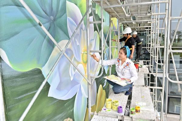 Mural paintings on lotus at Noi Bai International Airport inaugurated